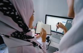 Perempuan dalam Dunia Dakwah dan Kerja